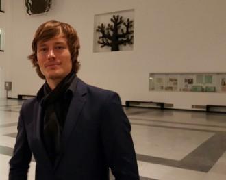 Jochen Leufgens im Lichthof der Neuen Uni