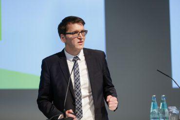 Günter Schürger auf dem Kongress der Fachpresse am Rednerpult