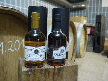 Old Owl Whisky mit Fass