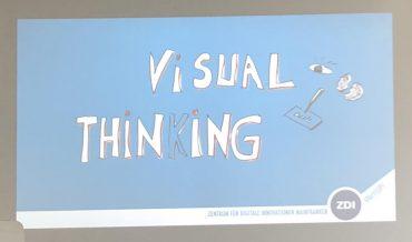 Visual Thinking: Warum es wichtig ist Ideen aufzuziechnen, erklärte Designer Tobias Greissing am IGZ. Foto: Laura Wieler.