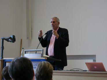 Ulrich Wickert an der WiWi-Fakultät. Foto: Carlotta Sauer.