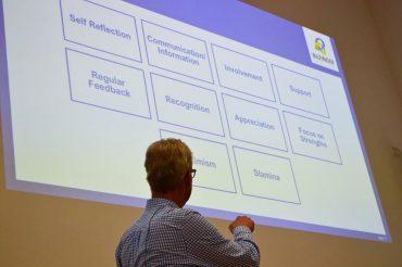 10 Bausteine für unternehmerischen Erfolg - präsentiert von Michael Bernhardt, Vorstandsmitglied der Bilfinger SE. Foto: Anna-Elena Schüler