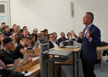 Was bedeutet Leadership? Das versucht Klaus Josef Lutz von BayWa zu beantworten. Foto: Bianca Junghans