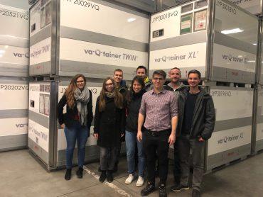 Das Projektteam der WiWi-Fakultät zu Gast bei va-Q-tec. Bild: Jana Niemeyer