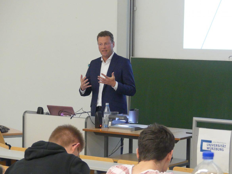 Burkhard Lohr von K+S zu Gast an der WiWi-Fakultät. Bild: Konstantin Singwald